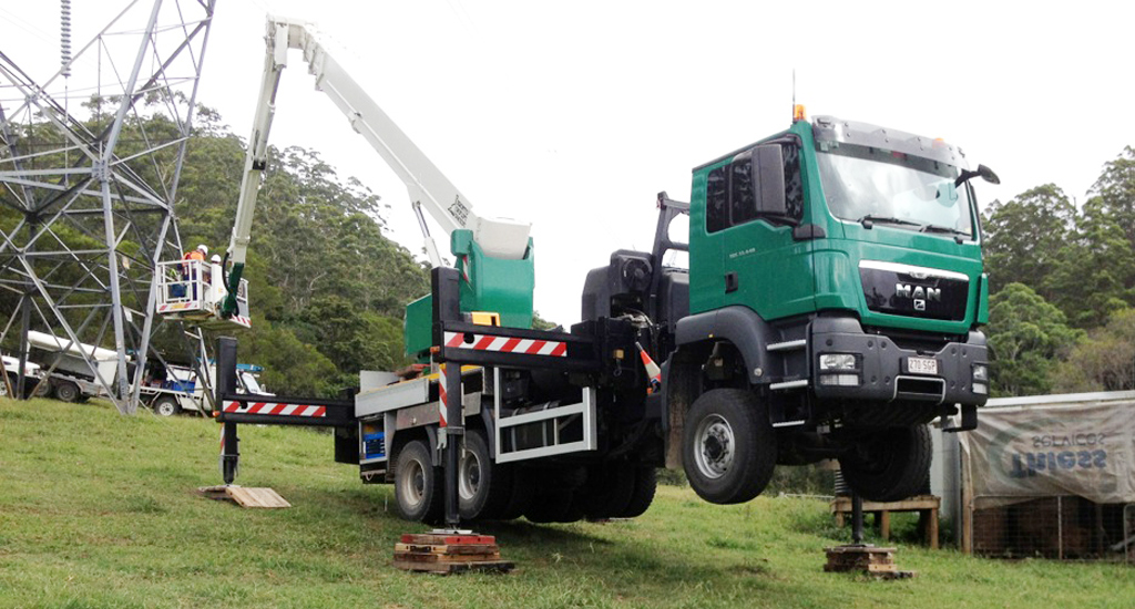 46m bronto ewp truck with variable jacking banner